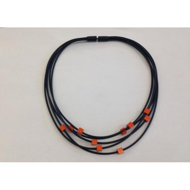Halskæde m. orange kuber